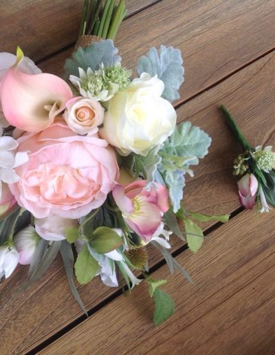 white and pink bridesmaid bouquet