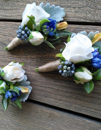 buttonholes blue yellow