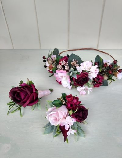 blush and burgundy crown and buttonholes
