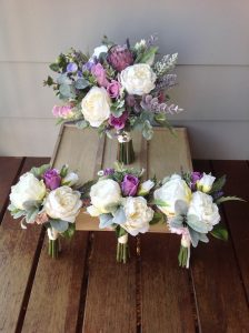 purple and whtie bouquets